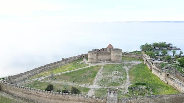 Zitadelle der alten festung akkerman an der dnjestr-mündung, in der region odessa, ukraine. luftaufnahme.