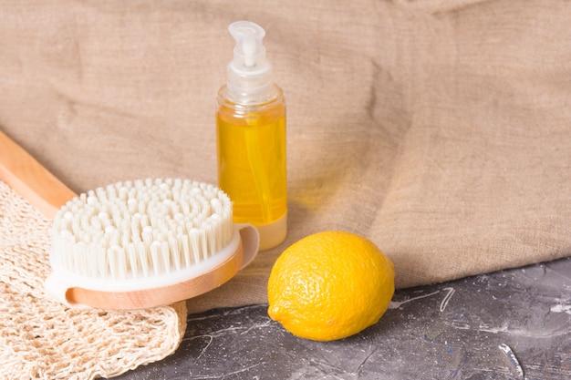 Zitrone, holzbürste mit naturborsten für trockenmassage gegen cellulite, körperpeeling, haushaltsseife