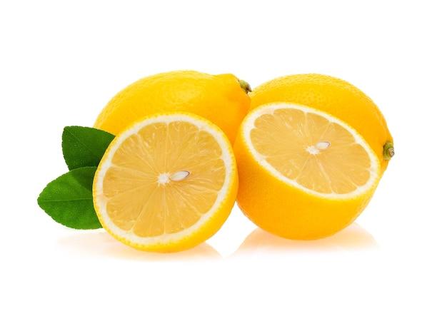 Zitrone isoliert auf weißem hintergrund