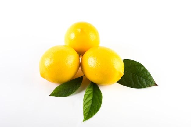 Zitronen mit blättern lokal nah
