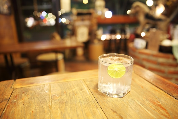 Zitronen-soda-tonikum