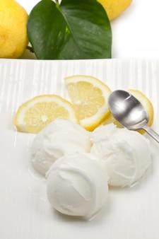 Zitroneneis