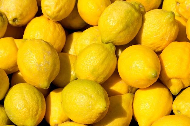 Zitronenfrüchte auf dem markt