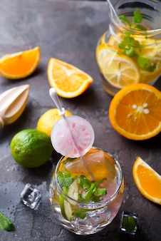 Zitronenlimonade mit minze
