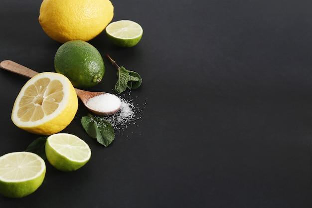 Zitrusfrüchte, zucker und blätter