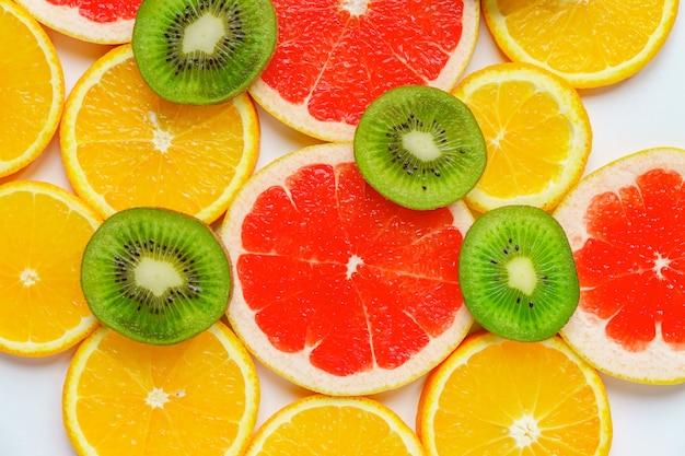 Zitrusscheibe, kiwi, orangen und pampelmusen.