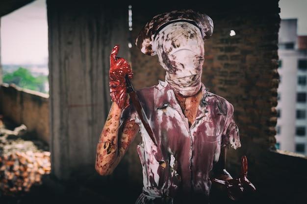 Zombie womanhorror erschoss das beängstigend böse verrückte krankenschwester psychose womanhalloween thema dunkel