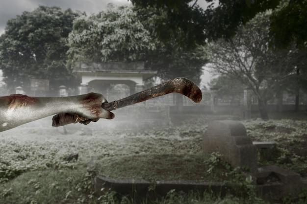 Zombiehände mit wunde, die sichel auf dem friedhof hält