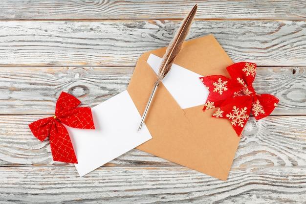 Zu liste für neues jahr tun, weihnachtsschreiben auf hölzernem