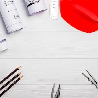 Zubehör für den architekten auf dem tisch
