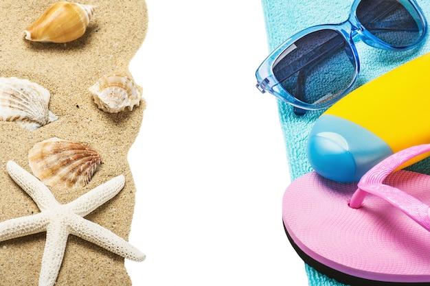 Zubehör für den strand und den meersand mit muscheln