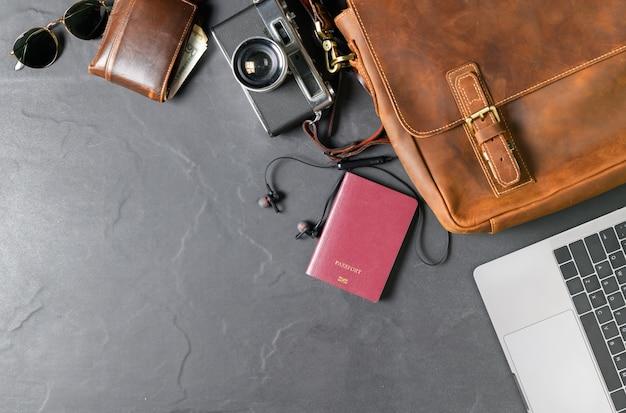 Zubehör für die reise - vintage tasche und lederschuh