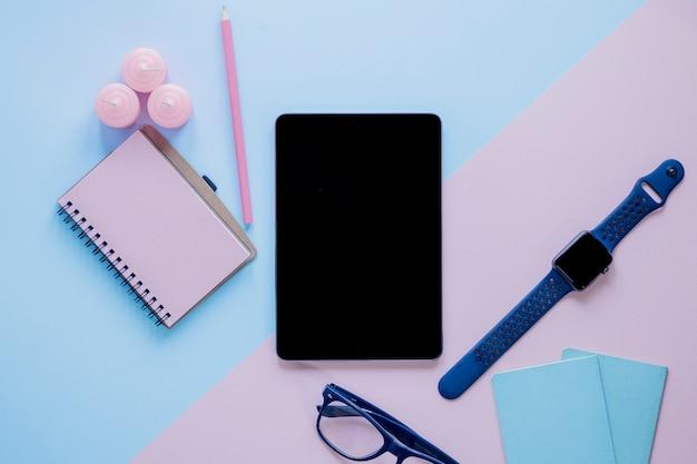 Zubehör und schreibwaren rund um tablet