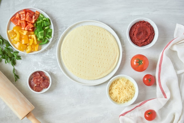 Zubereitung einzelner pizzen aus der pizza-bar
