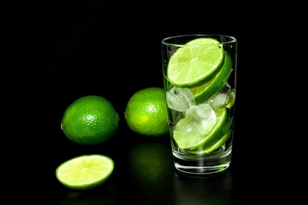 Zubereitung von limonade.