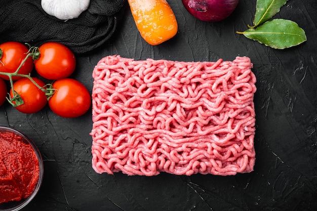 Zubereitung von zutaten aus bolognese-sauce, hackfleisch