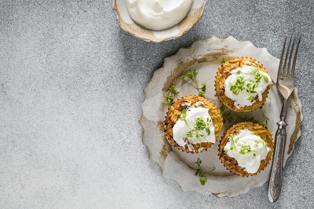 Zucchini-muffins mit pesto