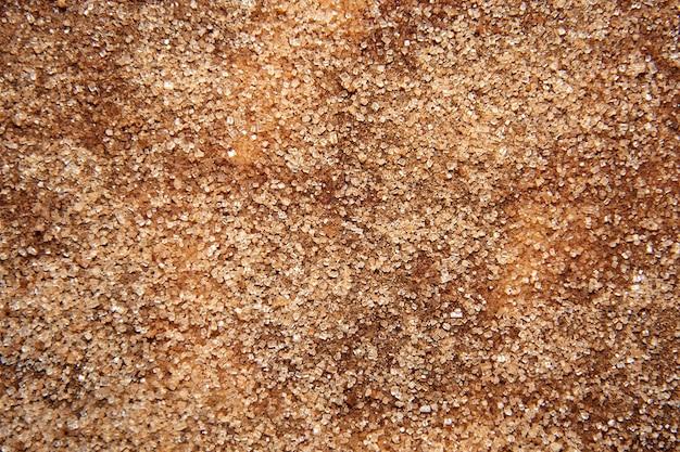 Zucker mit zimt vermischt auf der tischoberfläche