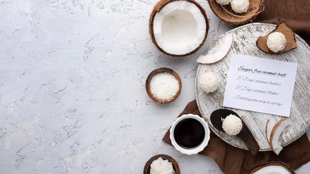 Zuckerfreie süßigkeiten mit kokosnuss über ansicht