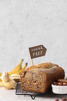 Zuckerfreies bananenbrot-arrangement