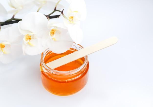 Zuckerpaste oder honig zur haarentfernung spa, aromatherapie und shugaring
