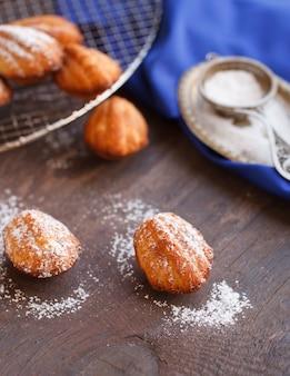 Zuckerpulver-madeleines
