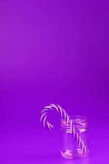 Zuckerstange auf einem glas