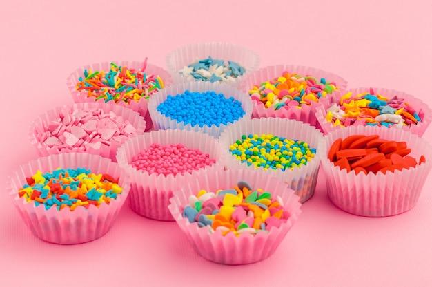 Zuckerstreusel, dekoration für kuchen und eis und kekse
