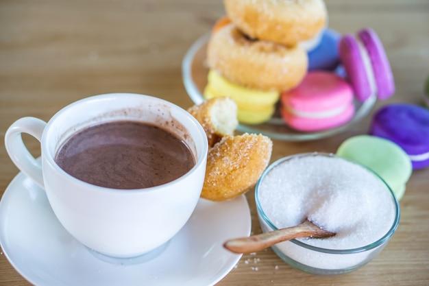 Zuckersucht mit süßem getränk und desserts