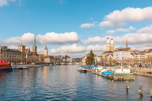 Zürich schöner panoramablick an einem sonnigen tag
