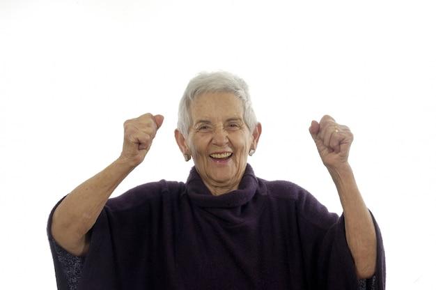 Zufriedene und glückliche ältere frau