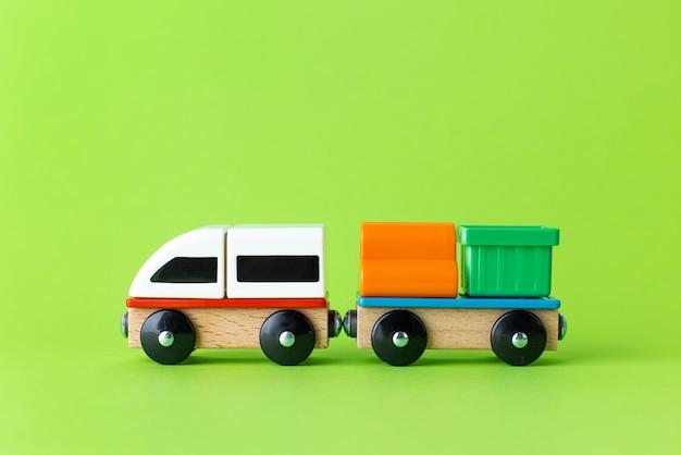 Zug kinderspielzeug vorschulkinder spiel lokomotive und wagen bunte holzklötze konstruktion ...