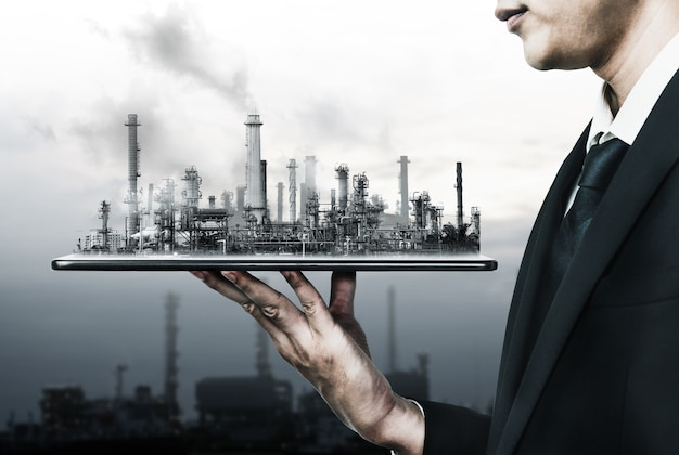 Zukünftiges fabrikanlagen- und energiewirtschaftskonzept im kreativen grafikdesign. öl-, gas- und petrochemische raffineriefabrik mit doppelbelichtungskunst, die das strom- und energiegeschäft der nächsten generation zeigt.