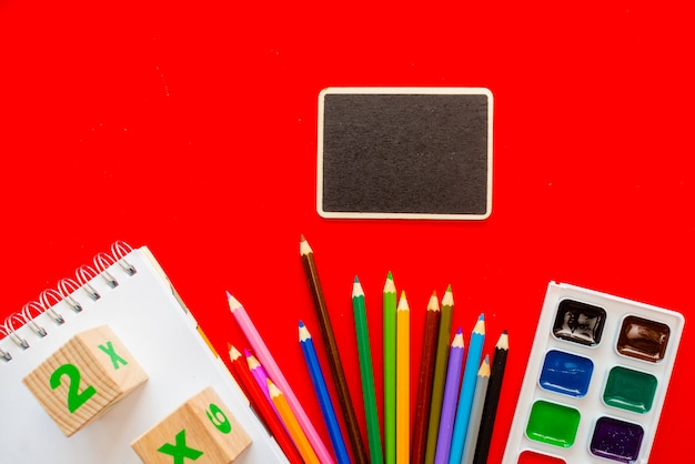 Zurück zu schule farbenfrohe tafel