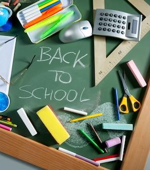 Zurück zu schule schriftliches tafelgrünbrett