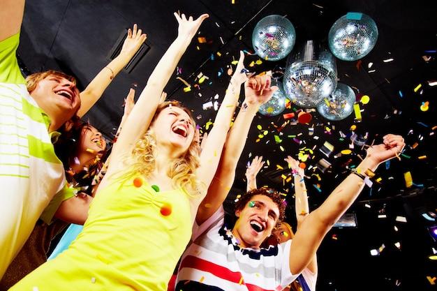 Zusammen diskothek dating-party angehoben