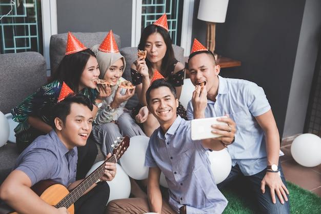 Zusammen singen und selfie machen