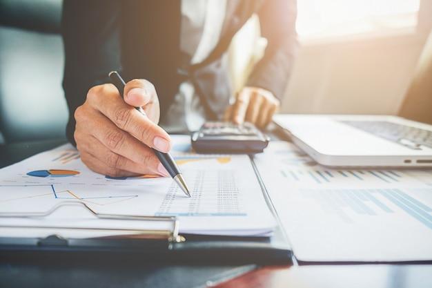 Zusammenarbeit analyst chart professionelle papier wirtschaft
