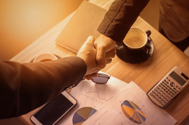 Zusammenarbeit mit unternehmensführungsvereinbarungen