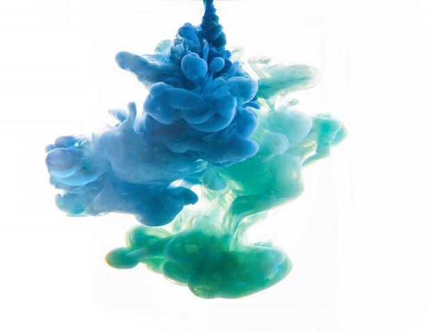 Zusammenfassung gebildet durch die farbe, die im wasser sich auflöst