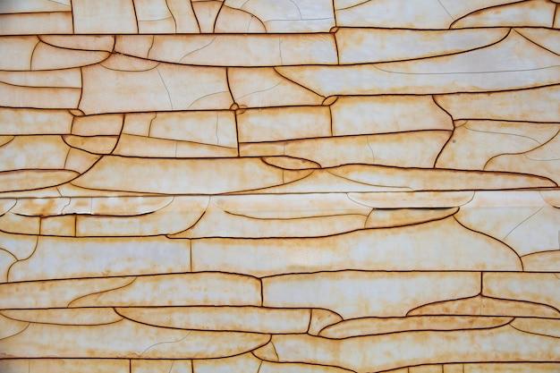Zusammenfassung gebrochen vom alten farbmantel auf hoher auflösung des stahlplattenhintergrundes