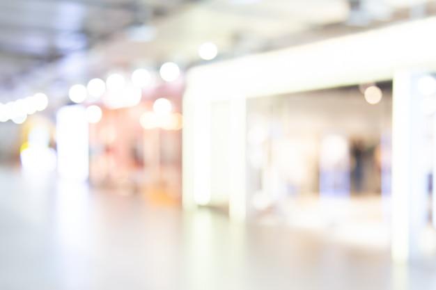 Zusammenfassung unscharfes einkaufszentrum des kaufhauses mit leutehintergrund