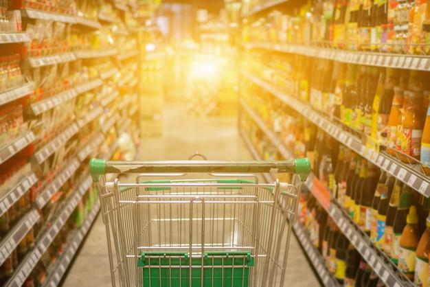 Zusammenfassung unscharfes foto der laufkatze im kaufhaus bokeh hintergrund