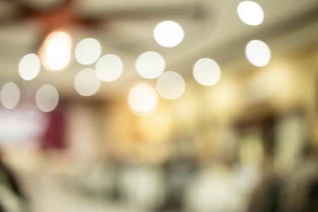 Zusammenfassung verwischt vom konferenzsaal- oder seminarraumfoto mit hellem bokeh hintergrund.