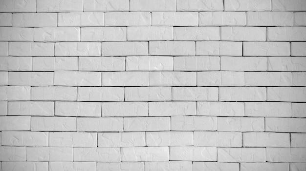 Zusammenfassung verwitterter moderner weißer ziegelsteinwand-hintergrundstuck im ländlichen raum.