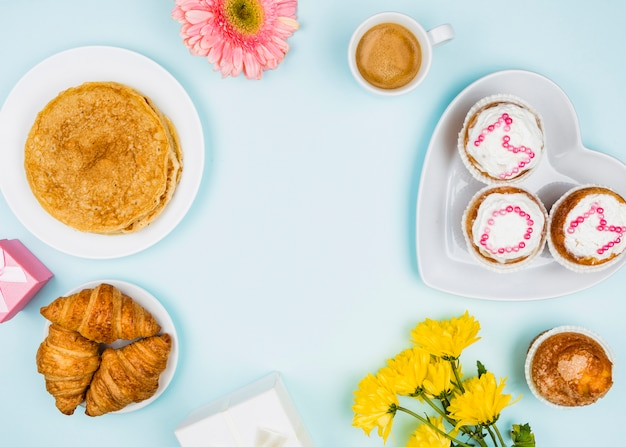 Zusammensetzung der bäckerei, blumen und geschenke