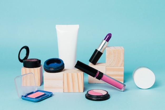 Zusammensetzung der dekorativen kosmetik für frauen