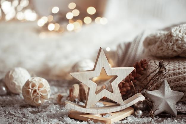 Zusammensetzung der details der weihnachtsdekoration gemütliches zuhause