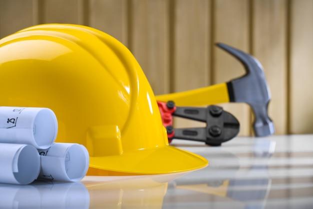 Zusammensetzung der helmpläne hammer und cutter