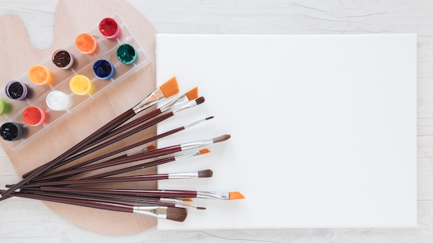 Zusammensetzung der künstlerwerkzeuge für die malerei